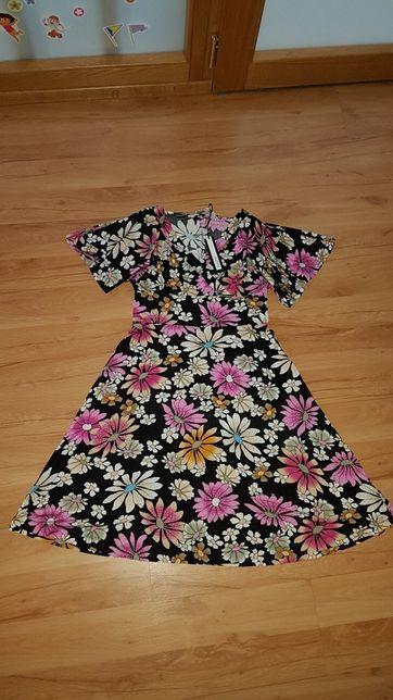 Sukienka w kwiaty karmienie