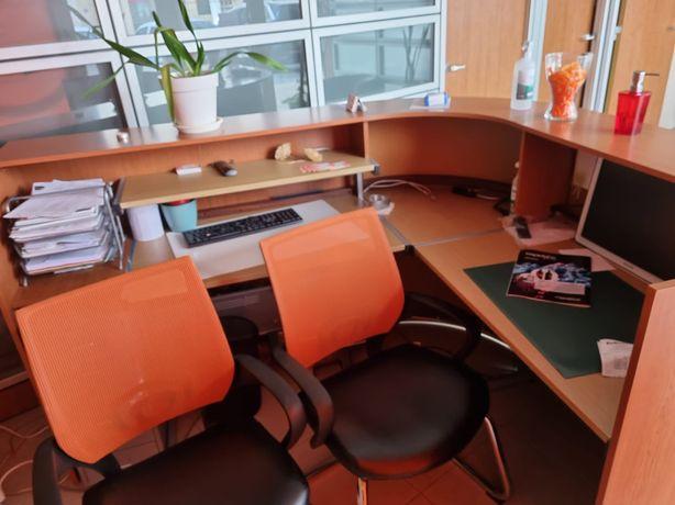 Vendo duas cadeiras de escritorio