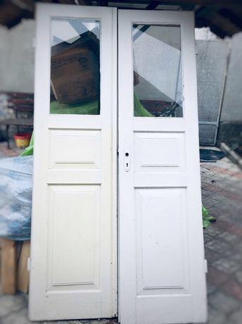 Двері подвійні дерев'яні