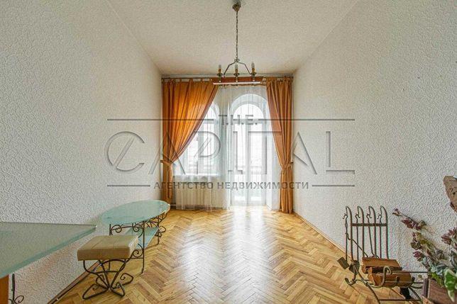 В продажу предлагается 3-комнатная квартира на Андреевском спуске