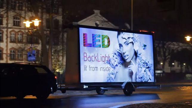 Reklama mobilna Billboardy Backlight Przyczepy Busy Kampanie reklamowe