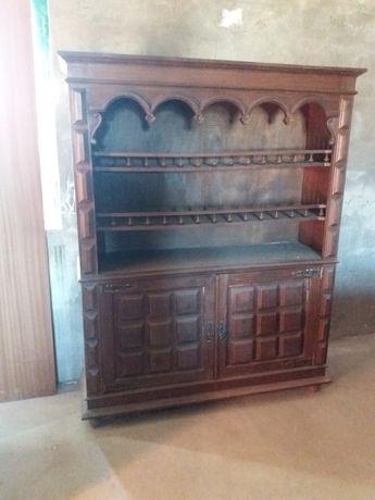 Móvel antigo em madeira maciça