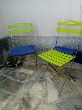 Duas cadeiras de jardim
