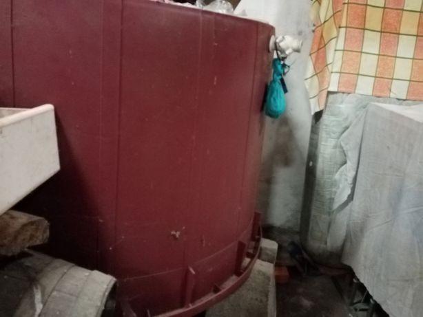 Dorna para fermentar uva