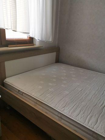 Łóżko sypialniane 140x200 z materacem