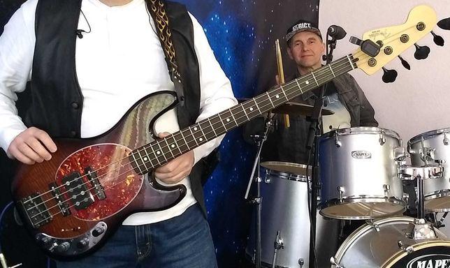 Продам бас гитару Custom Jazz Bass & Music Man-актив\пассив.