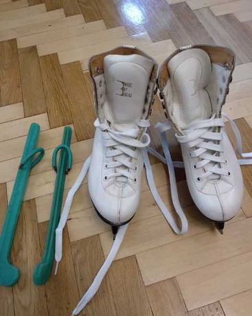 Продам коньки фигурные профессиональные Botas
