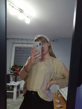 Beżowa bluzka z dekoltem w serek