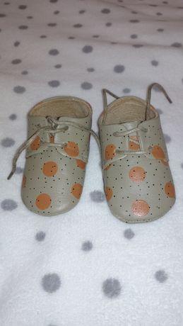 Продам ботиночки ,пинетки ,сапожки для мальчика
