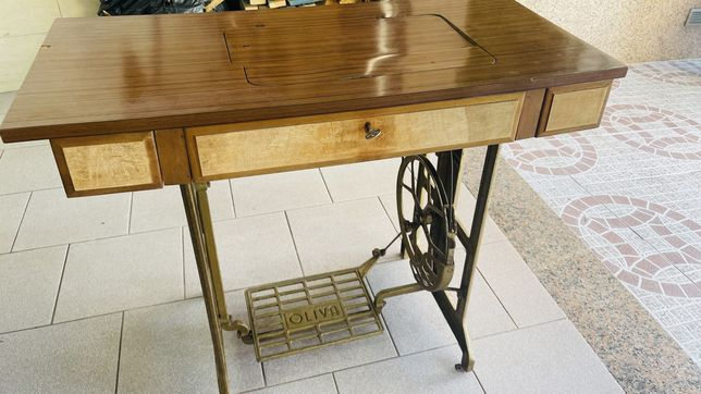 Oliva- Maquina antiga costura