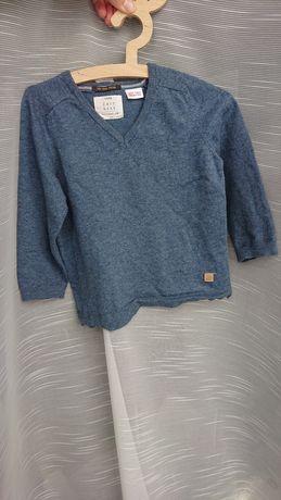 Zara 98 cienki sweter z dekoltem w serek niebieski