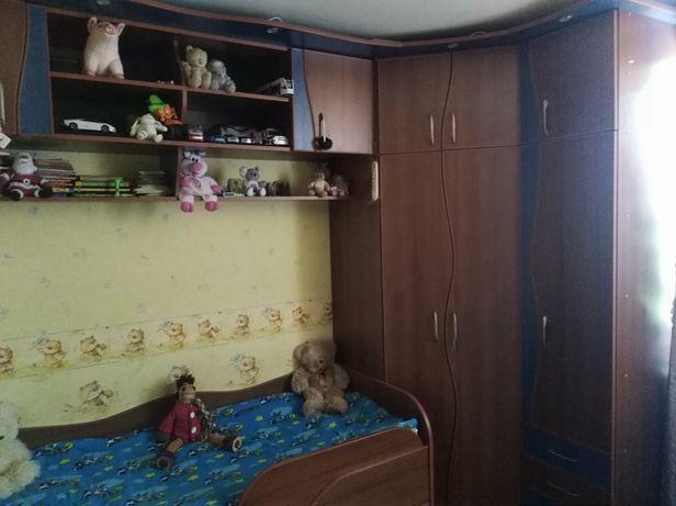 Детская стенка кровать, шкаф, навесная полка