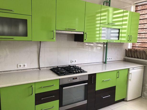Кухня + Варочная поверхность, морозильная камера и раковина