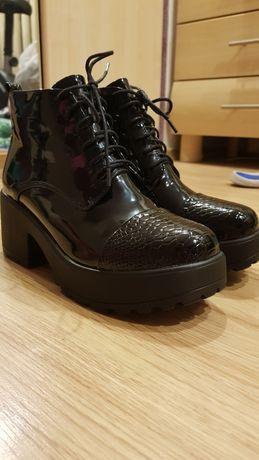 Ботинки лаковые 39р