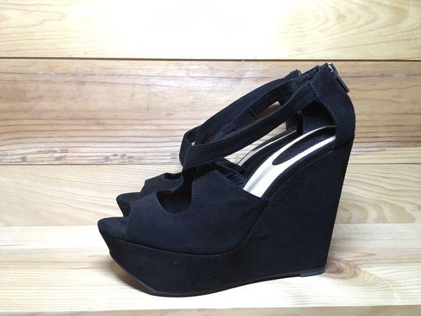 Sapatos altos pretos Bershka tamanho 37