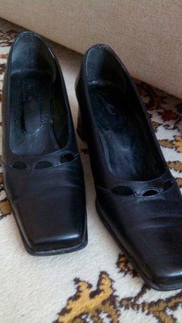 Кожаные женские туфли AM Excellent 39 размера