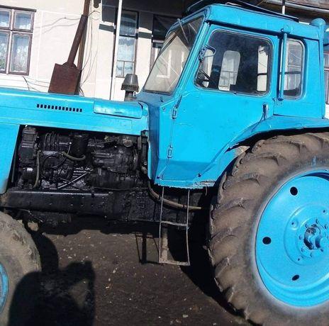 Трактор МТЗ-80, плуги, прицеп