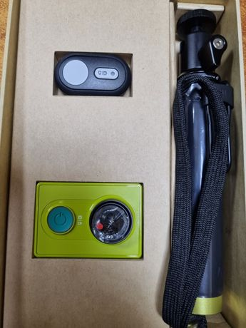 Экшн-камера Xiaomi Yi Sport Green International Edition + Remote