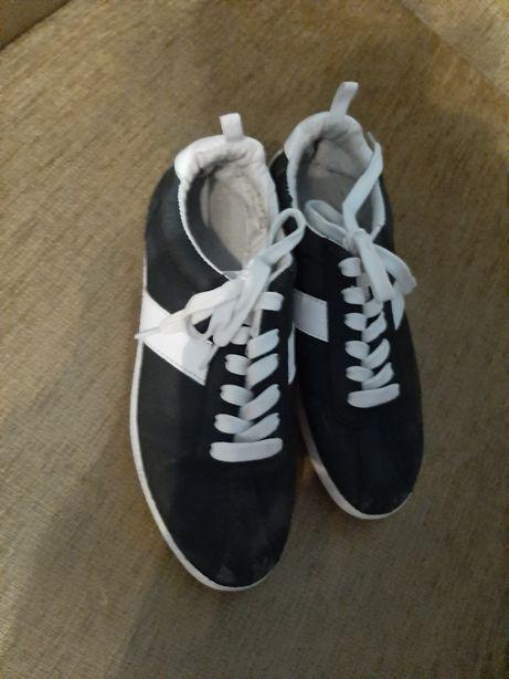 Buty adidasy trapki uniseks uniwersalne czarno białe