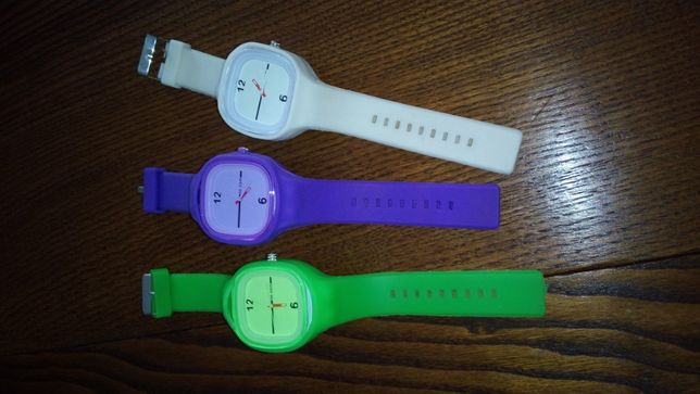 3 relógios desportivos várias cores ao preço de 1!