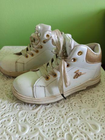 Продам детские ботинки на девочку 33 размер