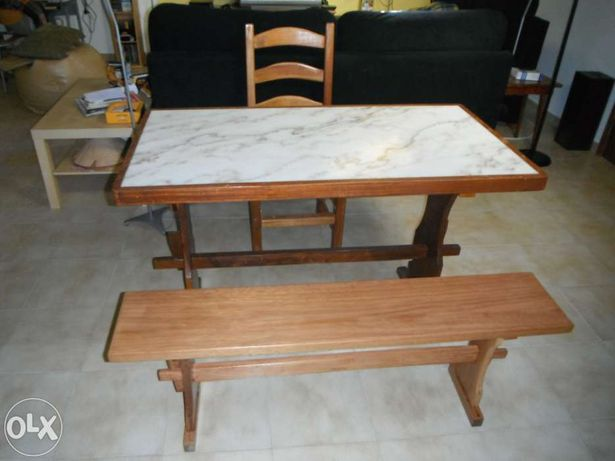 Mesa com tampo em marmore