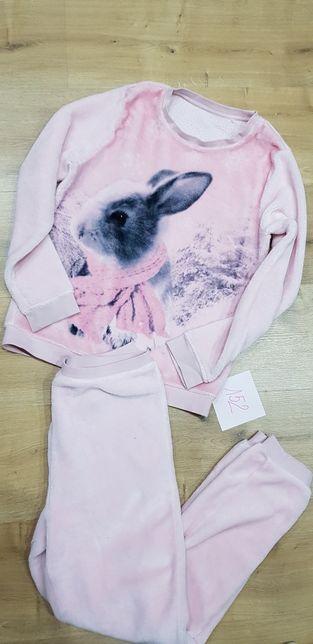 Pluszowa piżama z królikiem r 152 jak nowa