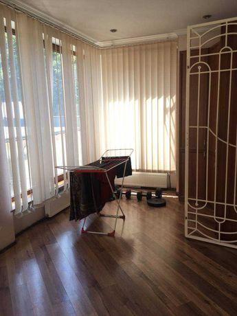 Продам трехкомнатную квартиру, Сталинка, центр, новый рынок