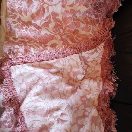 Vintagem colcha rosa de cama de casal