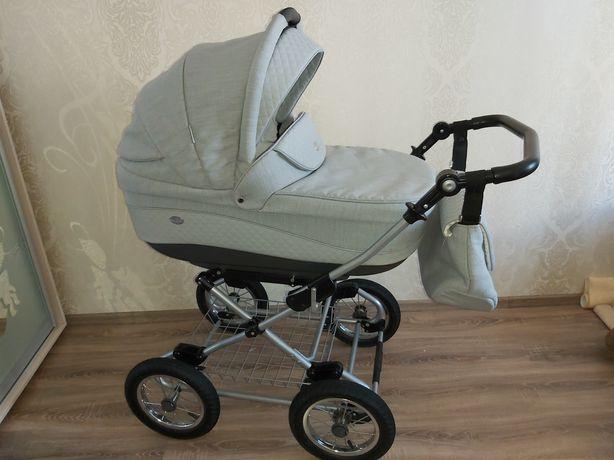 Классическая детская коляска