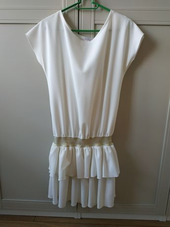 Biała luźna sukienka z rozcięciem na plecach