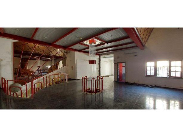 Vende-se espaço comercial no centro histórico de Évora!