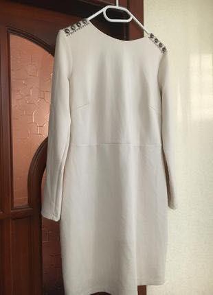 Красивое, нарядное платье молочного цвета