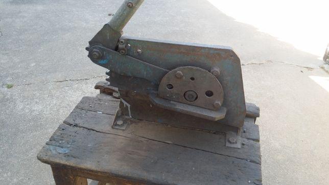 Guilhotina, cisalha ou tesoura de chapa e varão de ferro