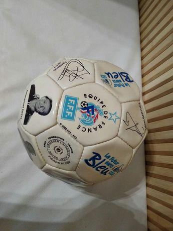 Футбольный мяч сборной Франции по футболу с автографами