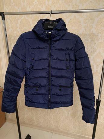 Абсолютно Новая куртка Демисизон (есть мех к капюшону )