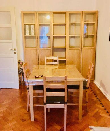 Conjunto de estantes com portas de vidro
