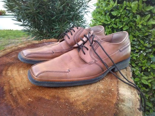 Sapatos para homem, tamanho 39, em pele