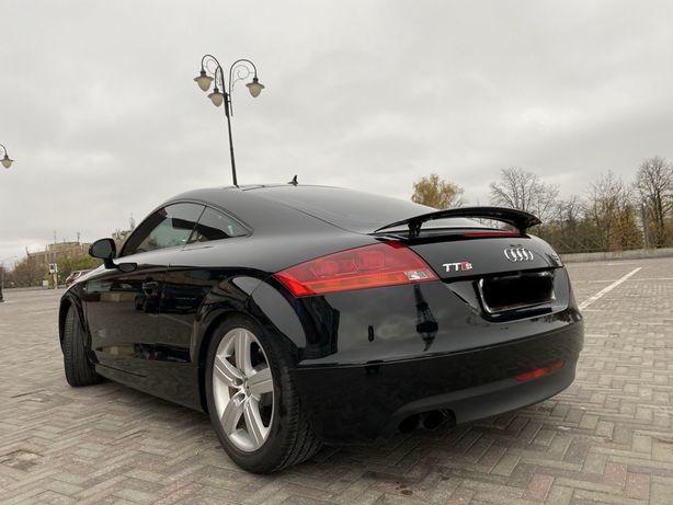 Спортивный автобиль Audi TTs-line в отличном состоянии