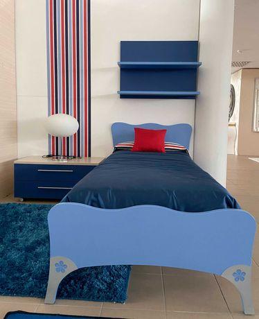 Estúdio Juvenil Azul (Cama, Roupeiro e Mesa de Cabeceira)