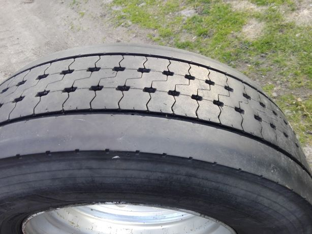 Opona Dunlop SP 346 rozmiar 315 70 R22,5. Felga 22,5x9