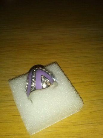 pierścionek fioletowy z cyrkoniami okazały
