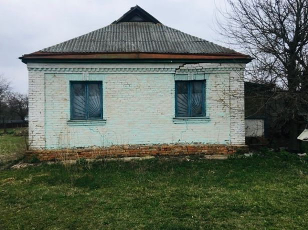 Продається земельна дiлянка з будинком, с.Харкiвцi
