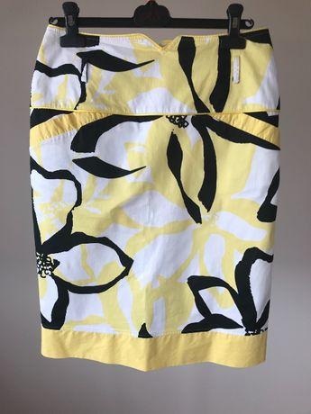 Ołówkowa spódnica w kwiaty