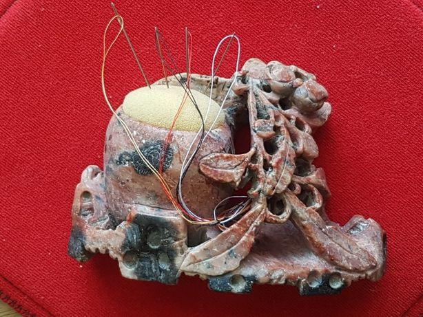 Башмачок из камня ,подушка для швейных иголок