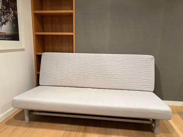 Sofa rozkładana Ikea Beddinge biała z pojemnikiem i pokrowcem