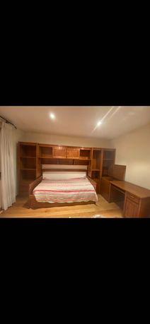 Mobilia de quarto de madeira