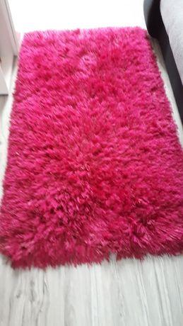 Piękny rozowy dywan dla dziewczynki