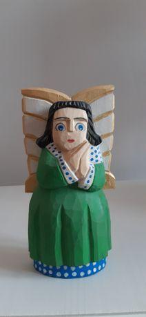 Anioł- rzeźba ludowa.
