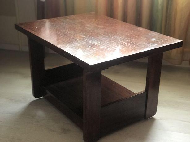 Журнальный столик из натурального дерева